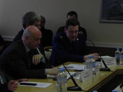 Директор Ассоциации «ТАМА» Н.О.Блудян и Прокурор межрегиональной транспортной прокуратуры С.В.Забатурин