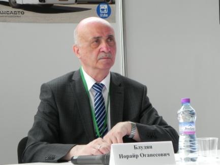 Модератор Круглого стола Н.О. Блудян — директор Ассоциации содействия развитию транспортной отрасли «Транспортная Ассоциация Московской Агломерации»