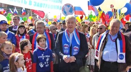 Мэр Москвы встретил Первомай в рядах участников праздничной демонстрации. Фото: ТВ Центр