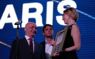 Блудян Норайр вручает награду на автомобиль года